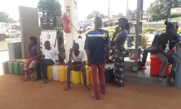 Pénurie d'essence à Faranah : le litre vendu jusqu'à 14 000 sur le marché noir