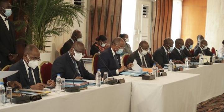 Nouveau gouvernement en Côte d'Ivoire : une équipe resserrée et rajeunie