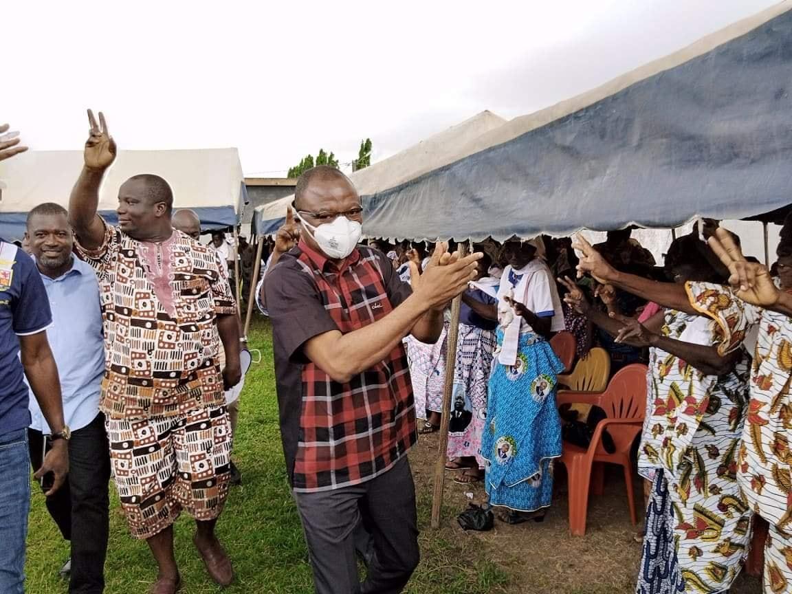 Devant la chefferie à Anyama Damana Pickass réitère son message de paix et réconciliation en Côte-d'Ivoire