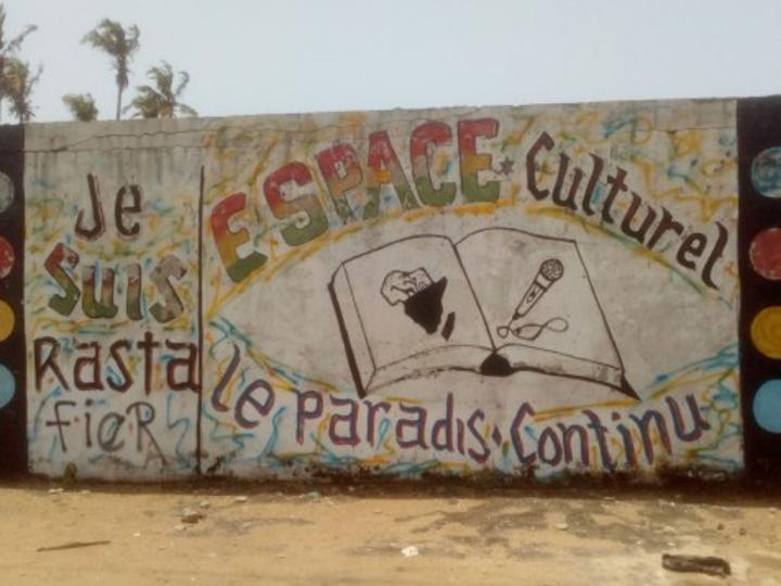 """Les rastas d'Abidjan, 9 ans sur les ruines de leur """"espoir en un avenir meilleur'' (REPORTAGE)"""