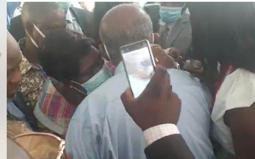 Laurent Gbagbo veut «pleurer ses morts» avant de se «mettre à la disposition» du Front populaire ivoirien (FPI)