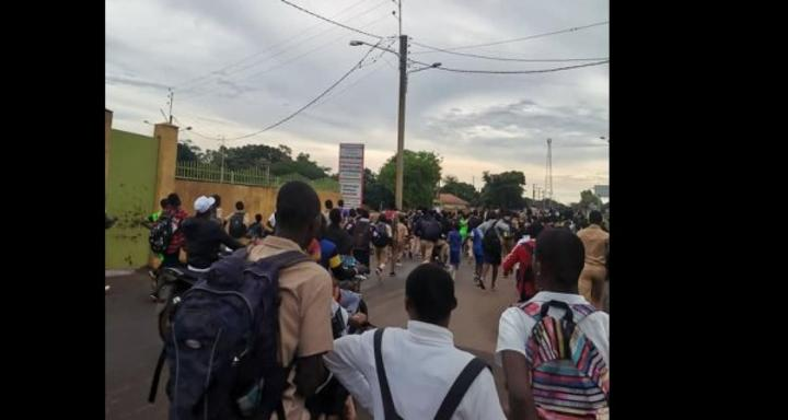 Côte d'Ivoire : Korhogo, un élève mortellement poignardé, marche de protestation dans la ville en direction de la préfecture