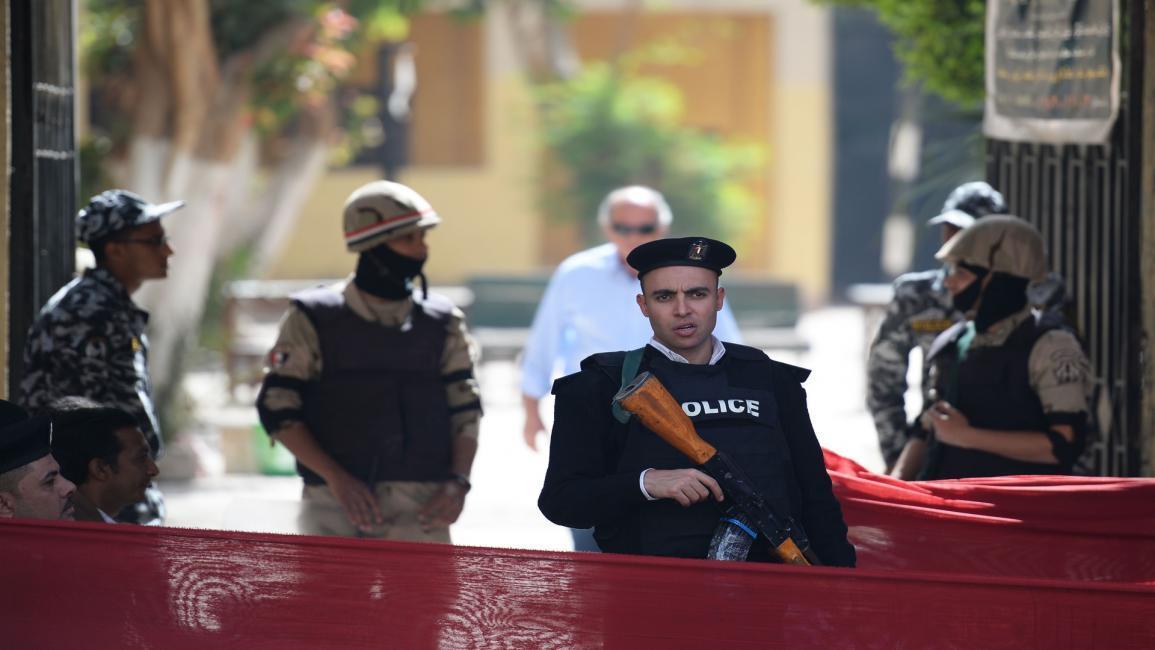 مصر تتهم منتقدي اعتقالات الحقوقيين بمحاولة التأثير على التحقيقات