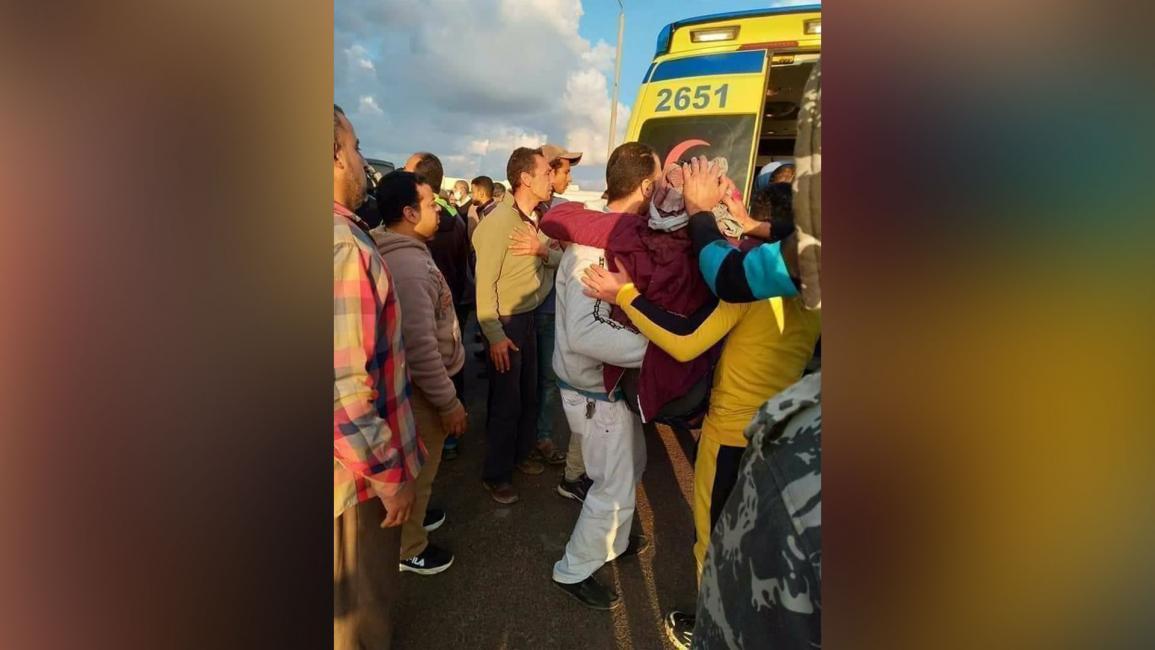 إصابة 24 مصرياً في انقلاب حافلة عمّال بالإسكندرية