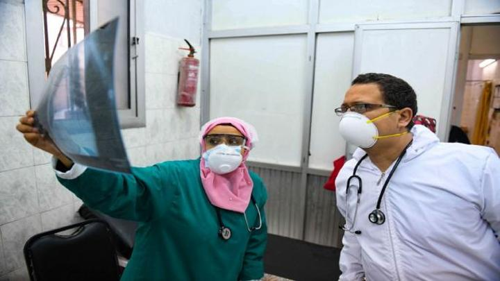 ارتفاع طفيف في عدد الإصابات بكورونا بمصر