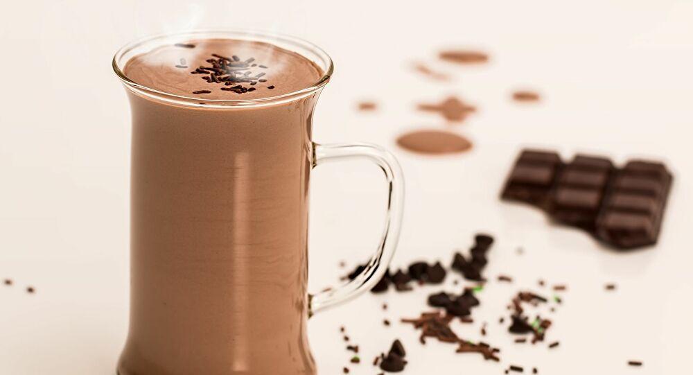 طبيبة مصرية تحذر من إضافة الشاي والكاكاو إلى الحليب