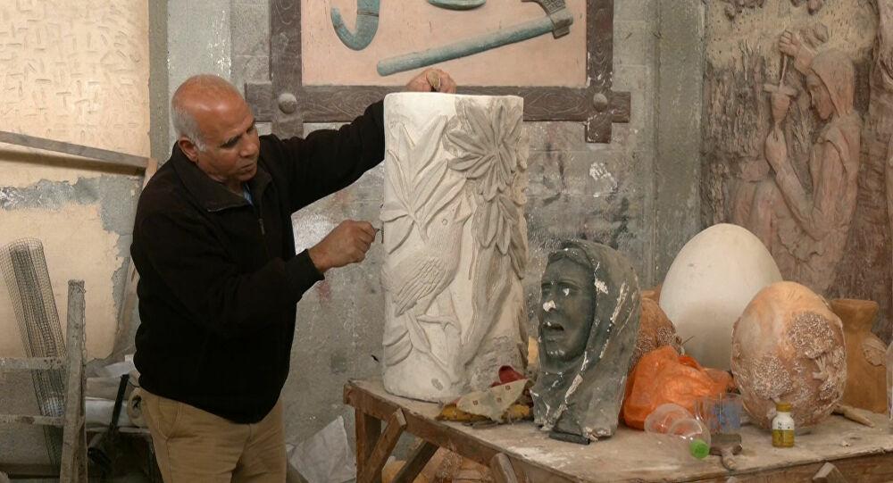 بسام الحجار... فنان فلسطيني يبدع في تحويل التراث والتاريخ إلى منحوتات جميلة
