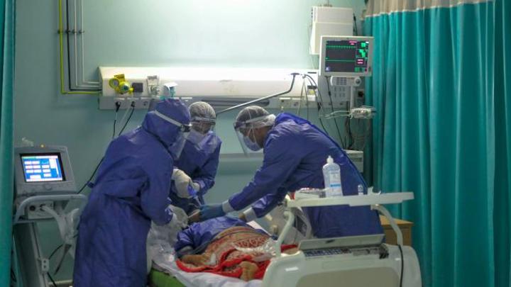 وفاة جديدة ترفع ضحايا أطباء مصر جراء كورونا إلى 500