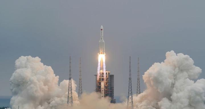 الصاروخ الصيني التائه يمر فوق مصر مساء اليوم في هذا التوقيت