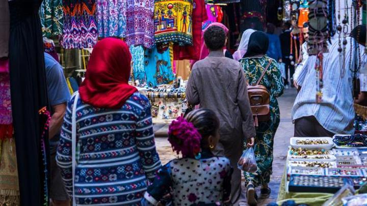 """""""سوق العتبة"""" وجهة المصريين لشراء """"ملابس العيد"""""""