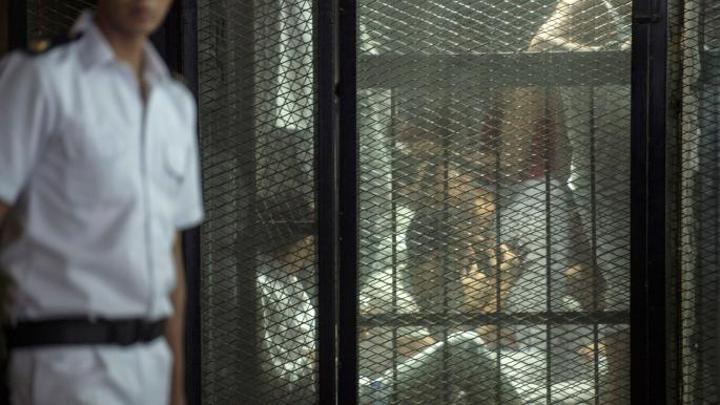 العشرات مسجونون في