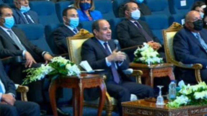 السيسي يهاجم ثورة يناير والمصريون يذكّرونه بالدستور