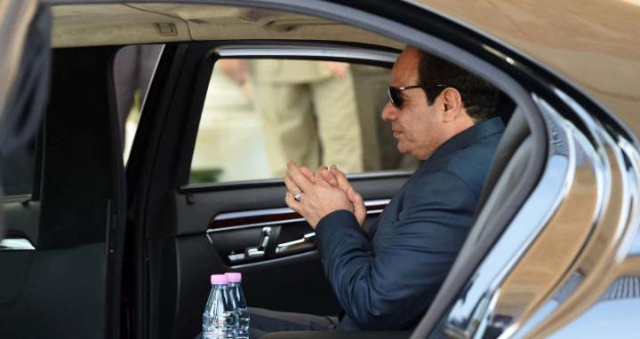 فيديو لطفل يوجه سؤالا عفويا إلى الرئيس المصري... والسيسي يرد