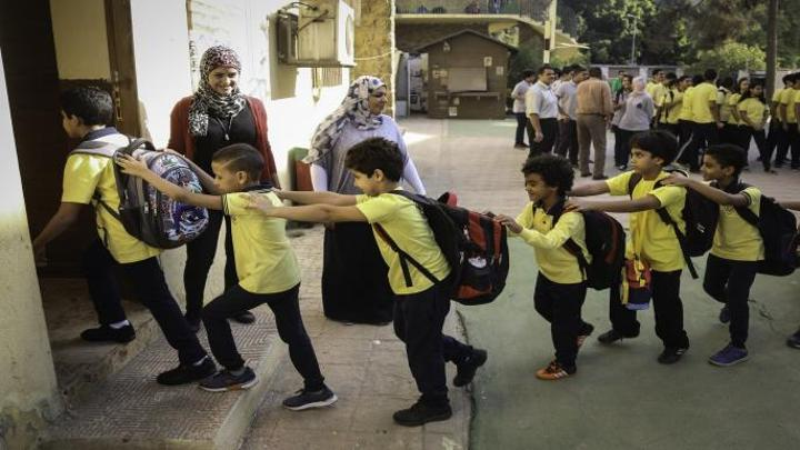 مصر تطلب متطوعين لسد عجز المعلمين قبيل بدء الدراسة: 20 جنيهاً للحصة
