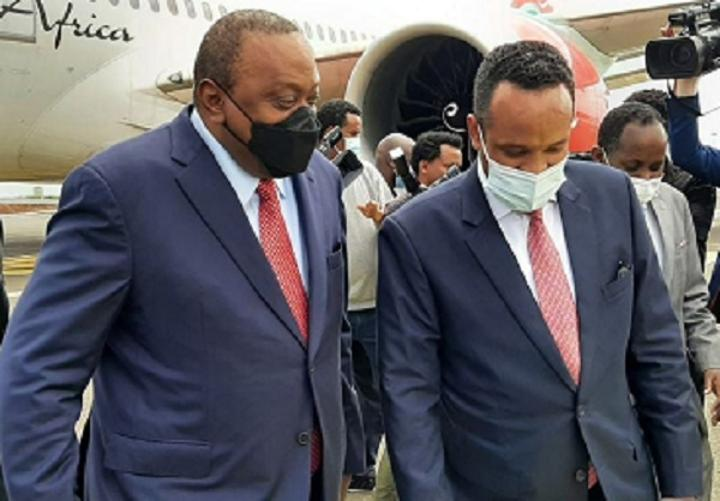 Uhuru Kenyatta Arrives in Addis Ababa