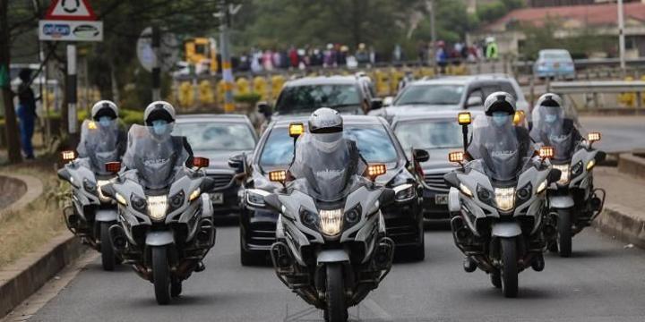 Uhuru Stops Motorcade, Keeps Aide Waiting for 45 Minutes