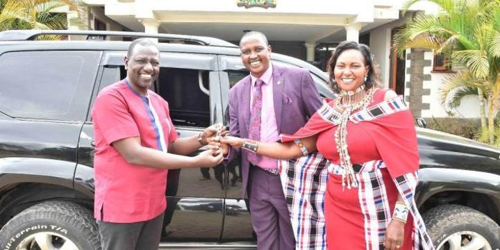 Ruto Gifts Toyota Prado to Pastor [PHOTOS]