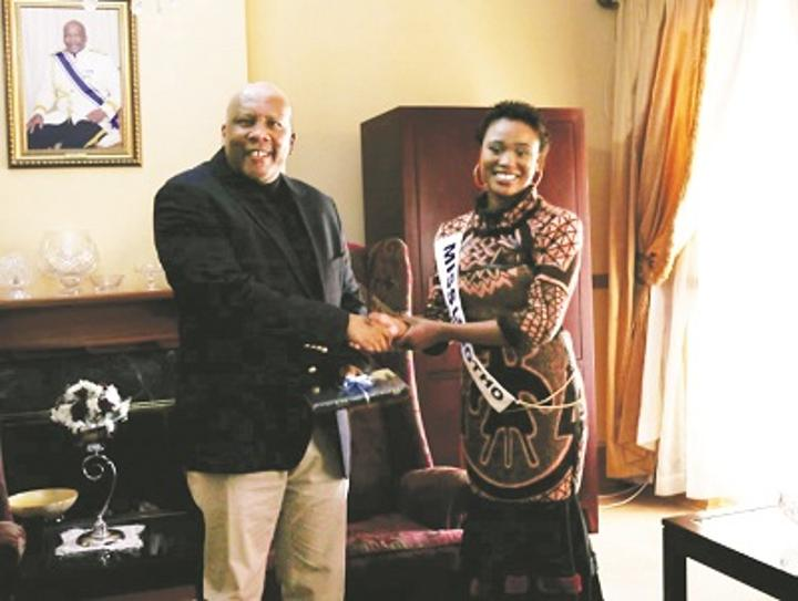 Miss Lesotho presents Bible to the King