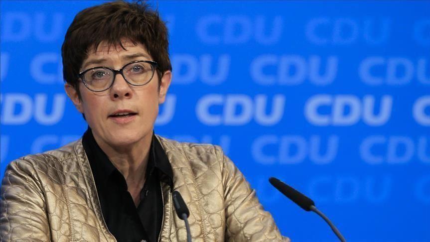 """وزيرة الدفاع الألمانية """"أنيجريت كارنباور"""