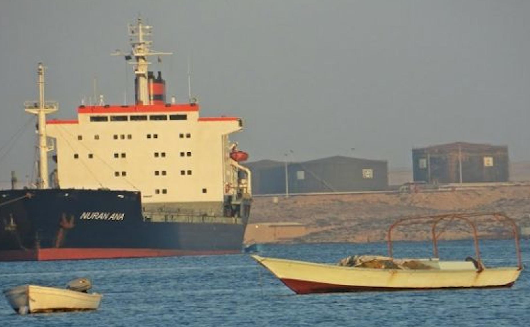 ميناء طبرق يُصدّر 2000 طن من الخردة ويستقبل شحنتي إسمنت