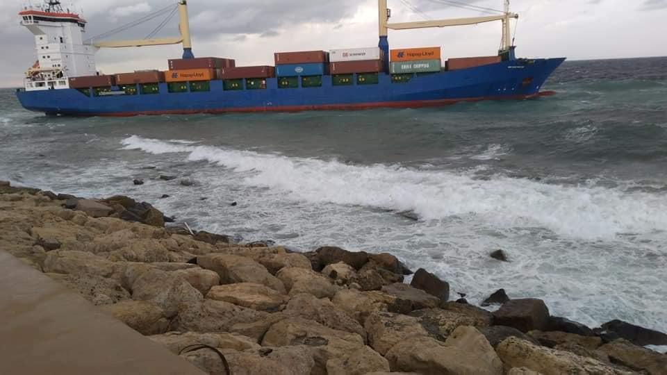مصدر لـ218: بدء التحقيق بحادثة جنوح السفينة بميناء طرابلس