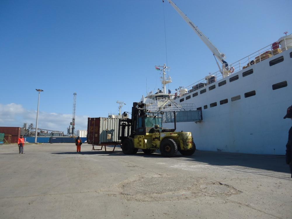 ميناء طرابلس يستقبل الإسمنت السائب وبضائع مختلفة