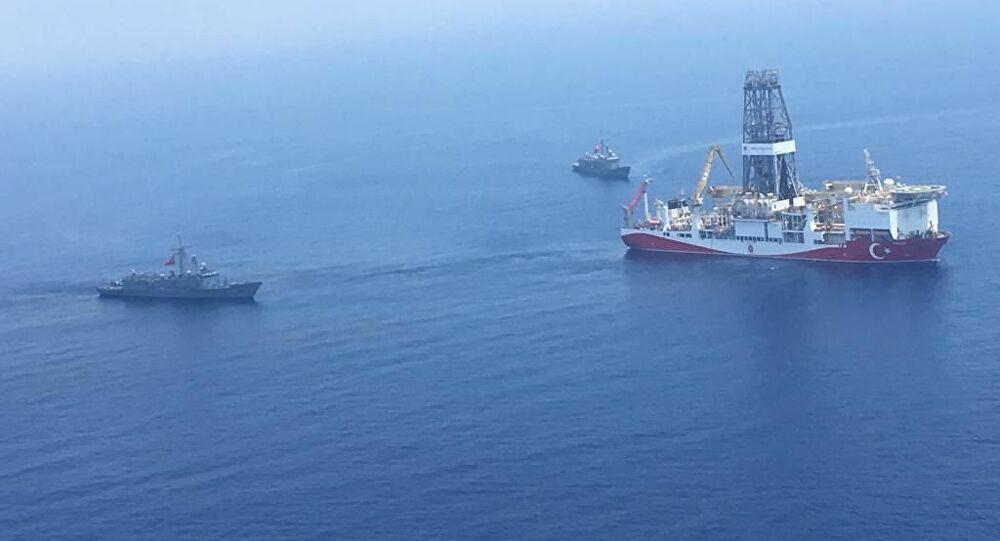 أيديكم فوق رؤوسكم... فيديو تفتيش الجيش الألماني لسفينة تركية متجهة إلى ليبيا
