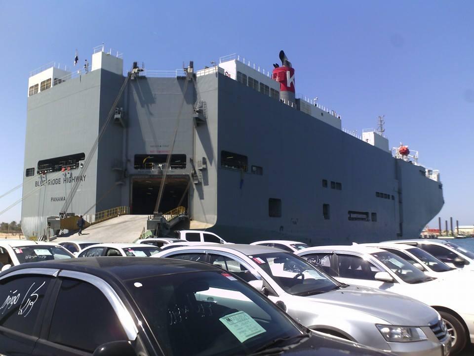 الجمارك لـ218: احتجاز 75 سيارة بميناء طرابلس منذ أكتوبر