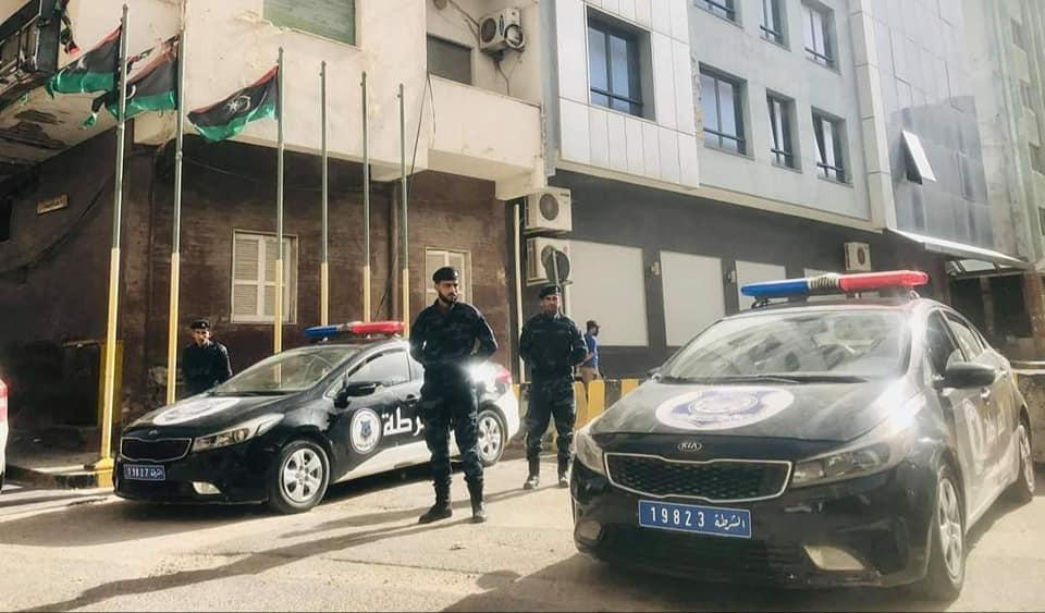 """داخلية الوفاق: دوريات في طرابلس ويفرن وضبط """"عصابتين"""" في العجيلات وجادو"""