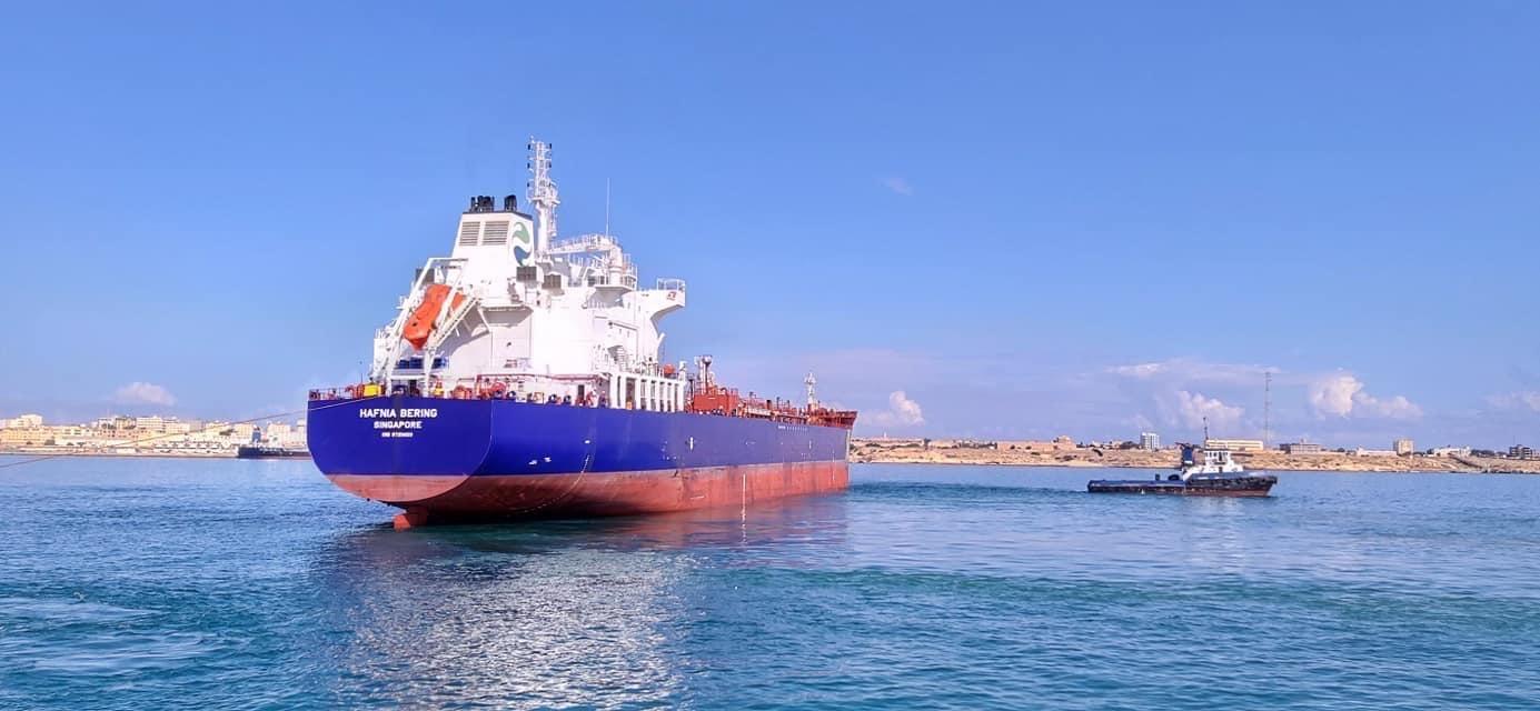 """ميناء """"الحريقة"""" يستعدّ لشحن مليون برميل نفط خام"""