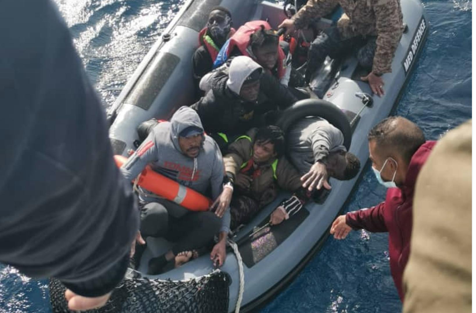 خفر السواحل ينقذ 210 مهاجرين قبالة سواحل ليبيا