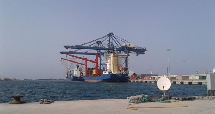 ميناء مصراتة يستقبل 15 ألف طن متري من البنزين 95