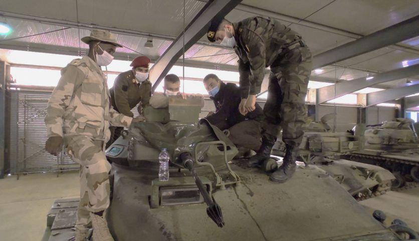"""""""جانيس"""": تركيا سلّمت """"الوفاق"""" دباباتٍ أمريكيةً وأسلحةً متنوعةً"""