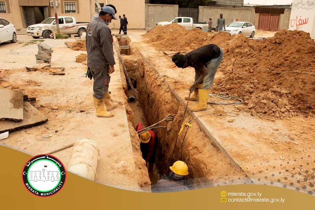 """""""مصراتة المركز"""".. متابعة معالجة الصرف الصحي في حي """"القوشي"""""""