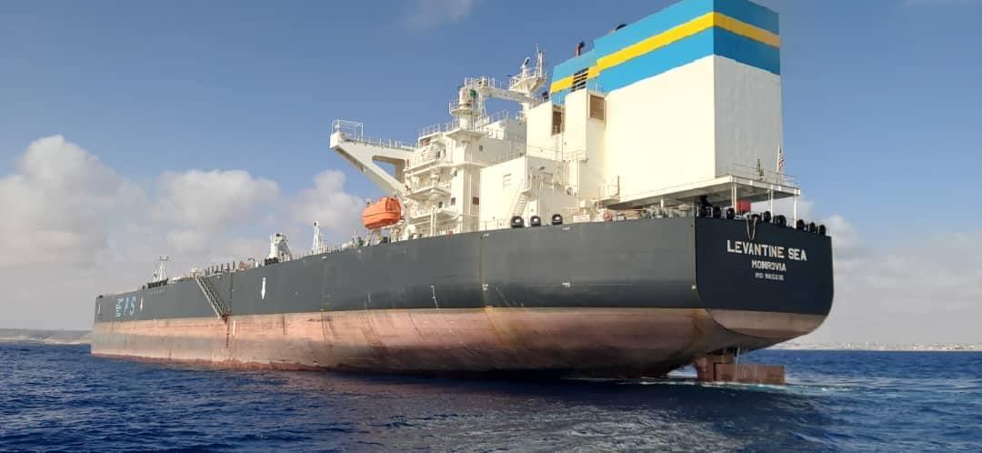 ميناء الحريقة يشحن 650 ألف طن من النفط الخام