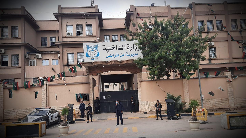 أمن طرابلس يلقي القبض على شخصين لاتهامهما بتزوير نتائج تحليل كورونا