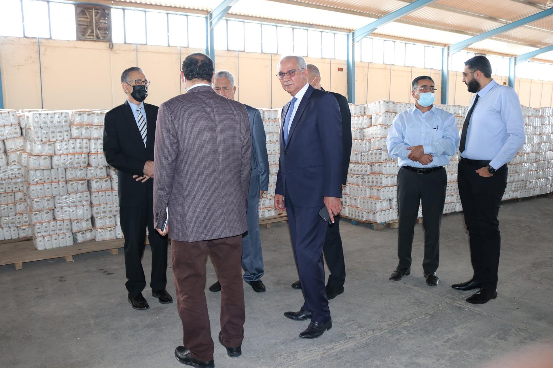 وزير الاقتصاد يتفقّد مخازن صندوق مُوازنة الأسعار في بنغازي