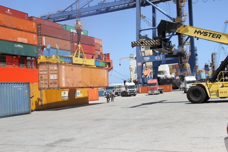 ميناء مصراتة: وصول عدد من الحاويات التجارية.