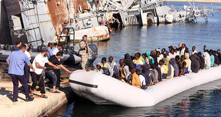 تقرير: 4 زوارق تقل مئات المهاجرين ترسو في لامبيدوزا الإيطالية