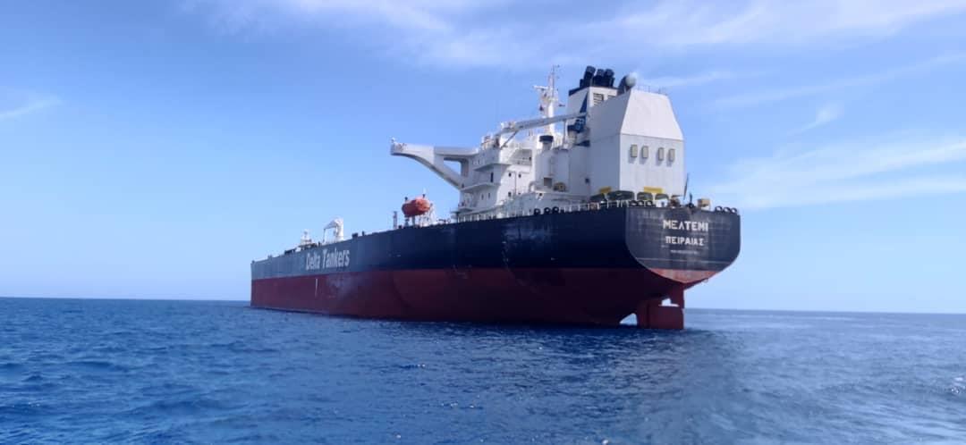 ميناء الحريقة يشحن مليون برميل نفط خام