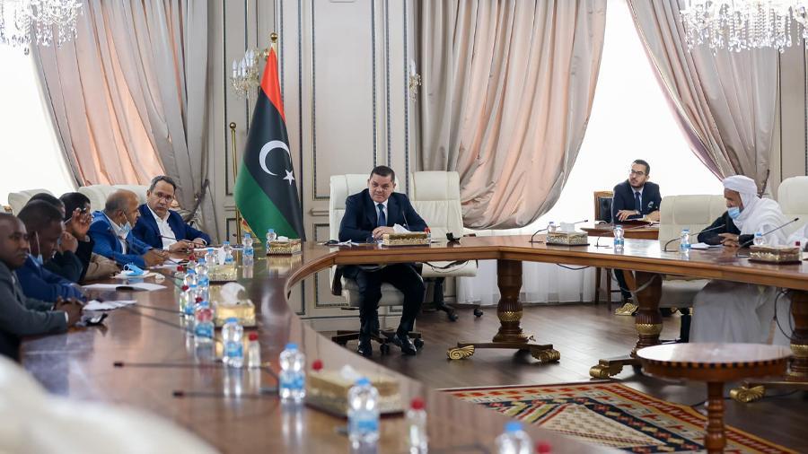 الدبيبة يبحث مع لجنة التواصل لبلديات حوض مرزق الأوضاع في المنطقة
