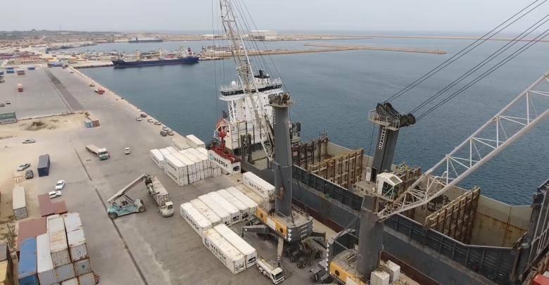ميناء الخُمس يستقبل 437 حاوية بضائع متنوعة