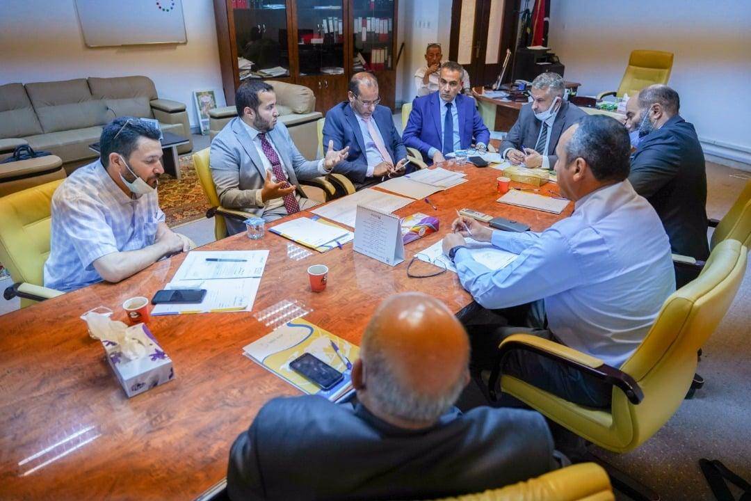 """إدارة """"بريد ليبيا"""" تُناقش الملف القانوني والمالي للشركة"""
