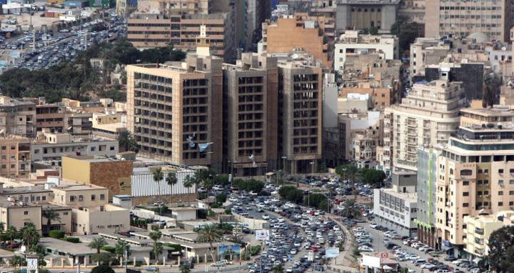 لحظة وفاة مؤذن خلال رفع الأذان في بنغازي الليبية... فيديو
