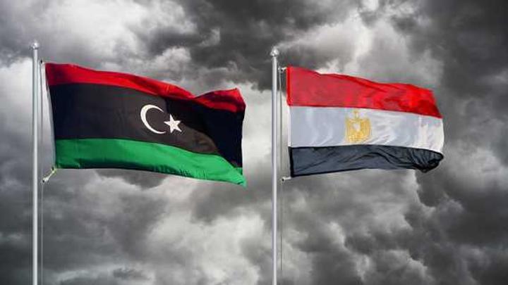 مصر تتسلم 53 مهاجرًا من رعاياها ضُبطوا في ليبيا
