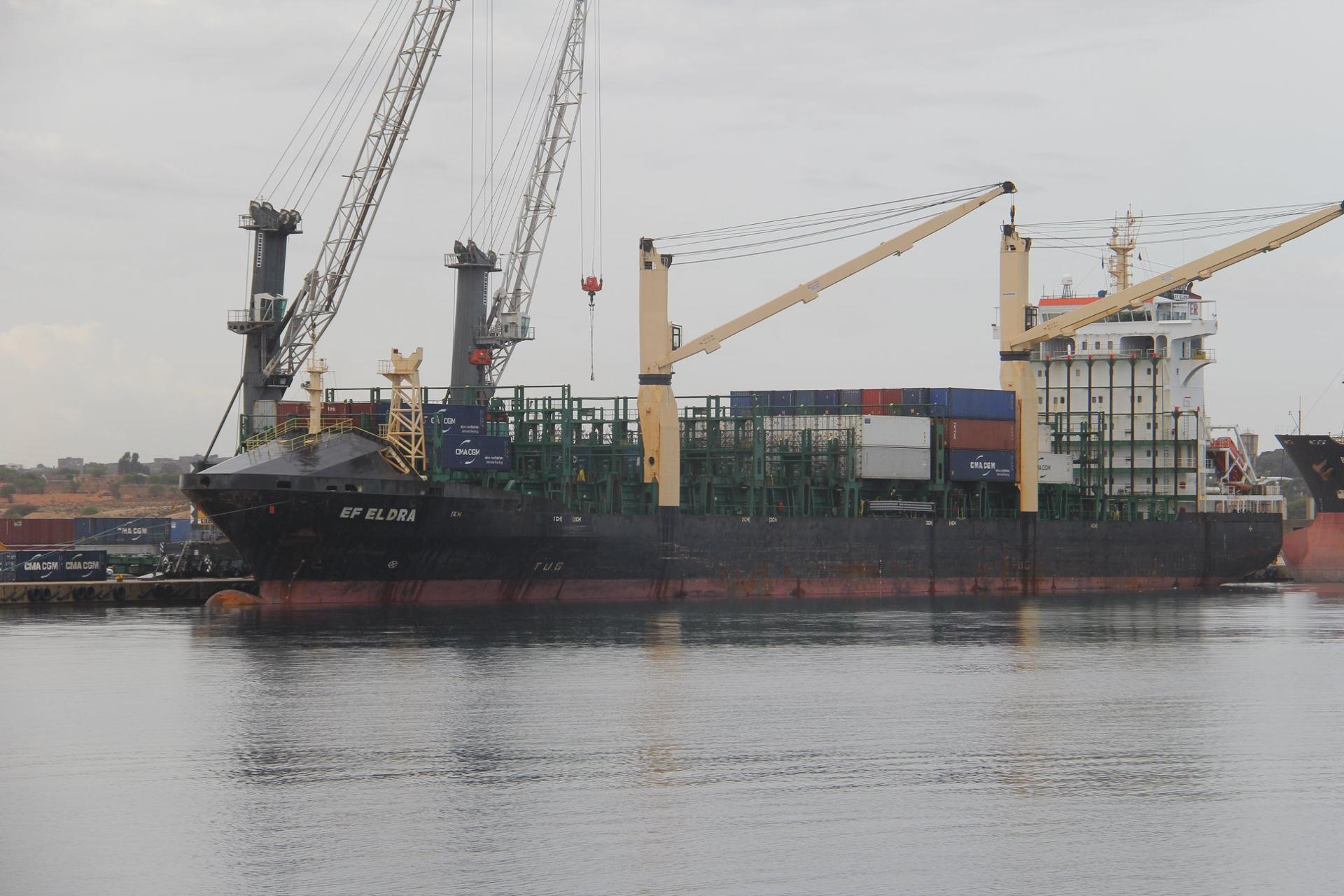 ميناء الخُمس.. قرب وصول نحو 50 ألف طنٍّ من القمح