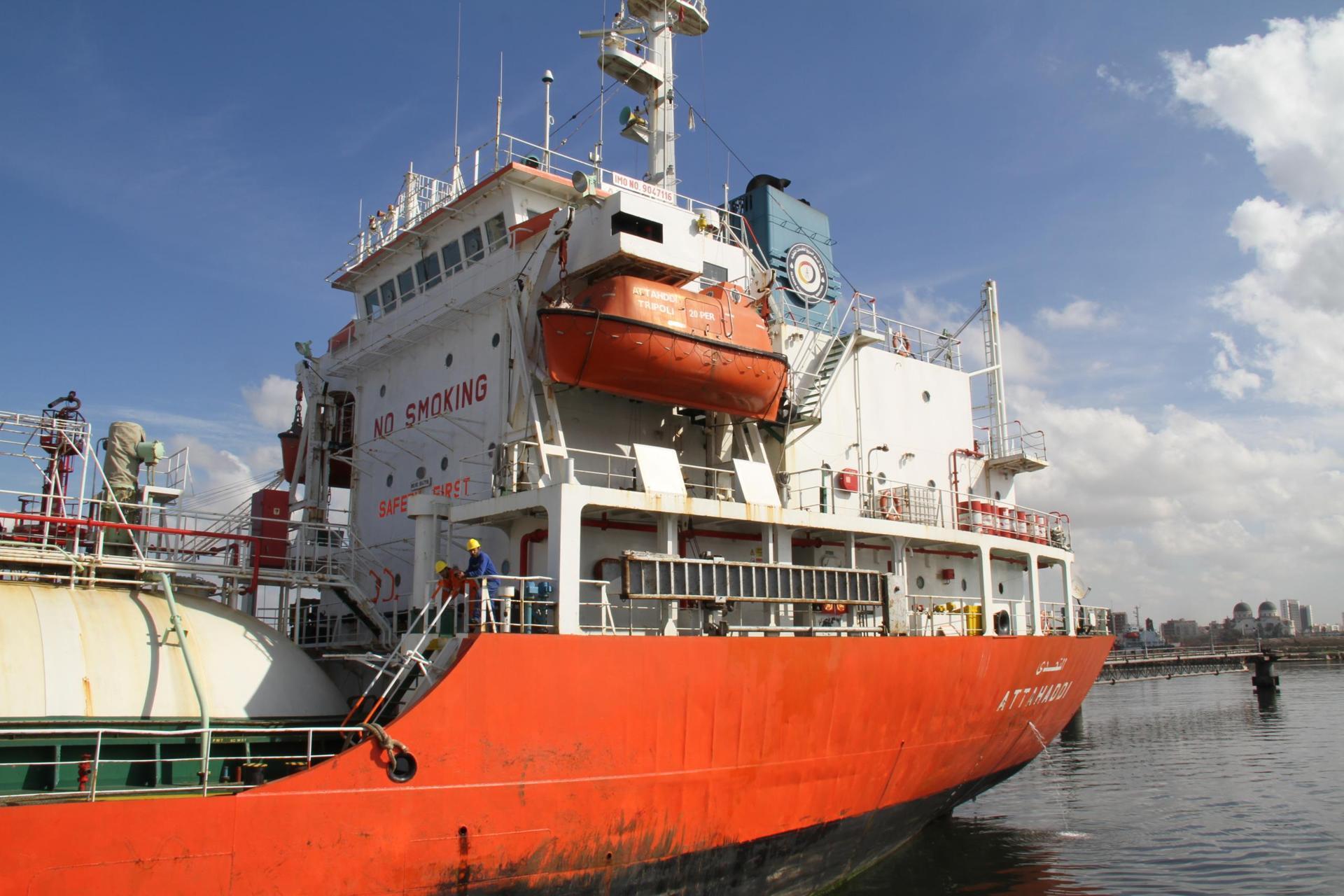ميناء بنغازي: استمرار وصول حاويات السلع والمركبات إلى الميناء