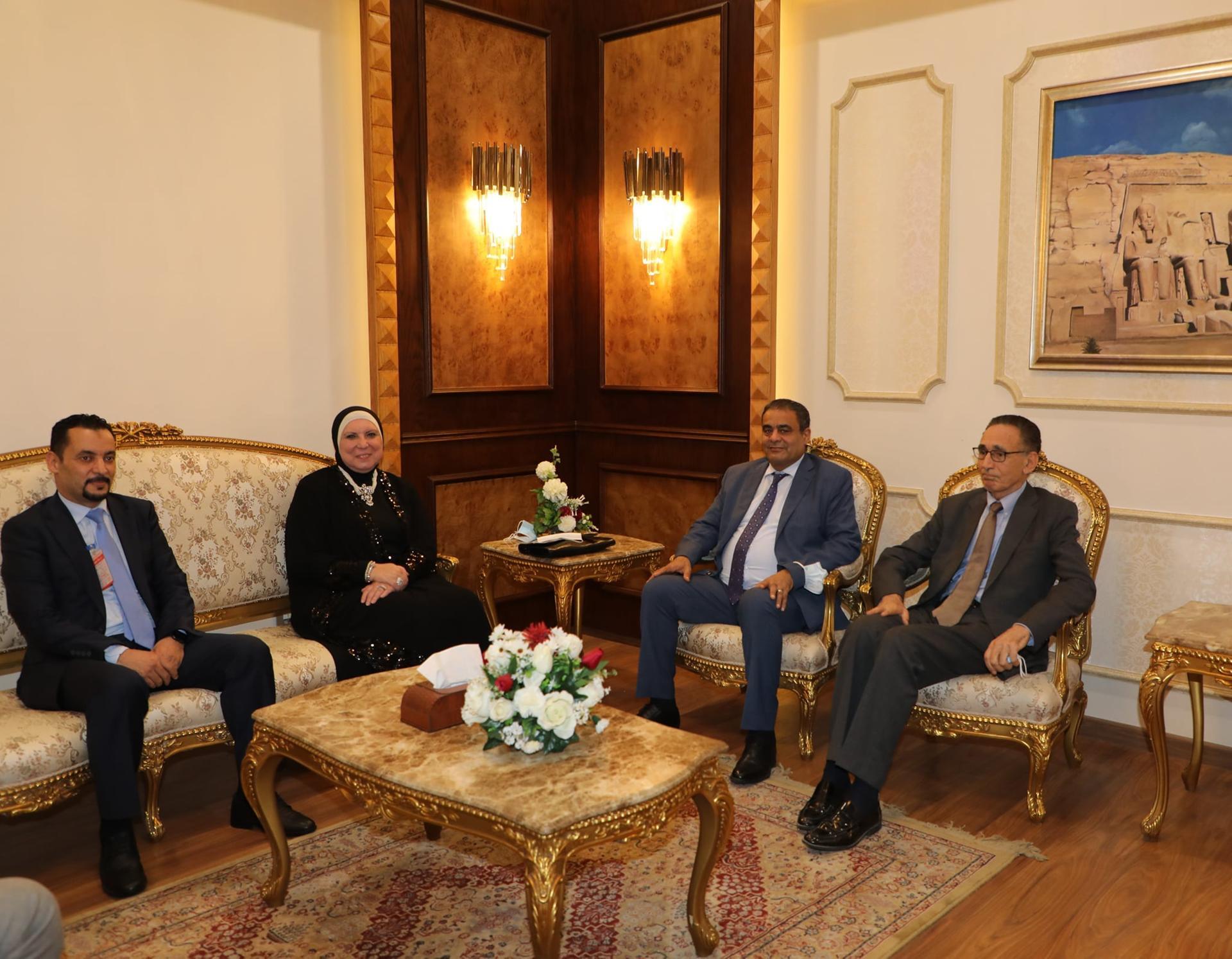 """""""الحويج"""" يصل إلى القاهرة للتحضير لاجتماع اللجنة """"الليبية المصرية"""""""
