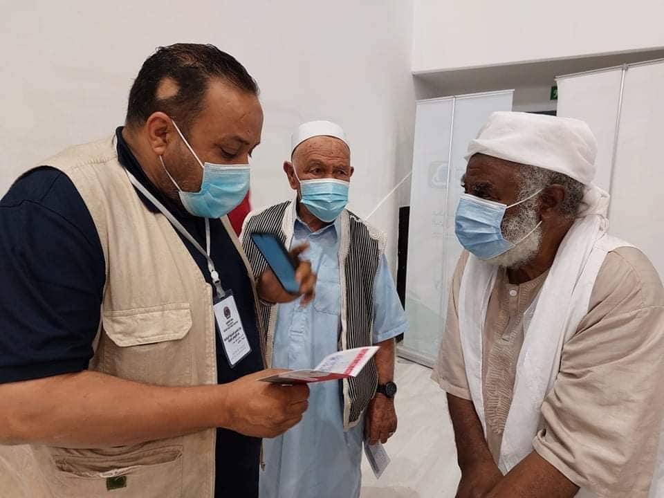 إقبال المواطنين في طرابلس على التطعيم ضد فيروس كورونا