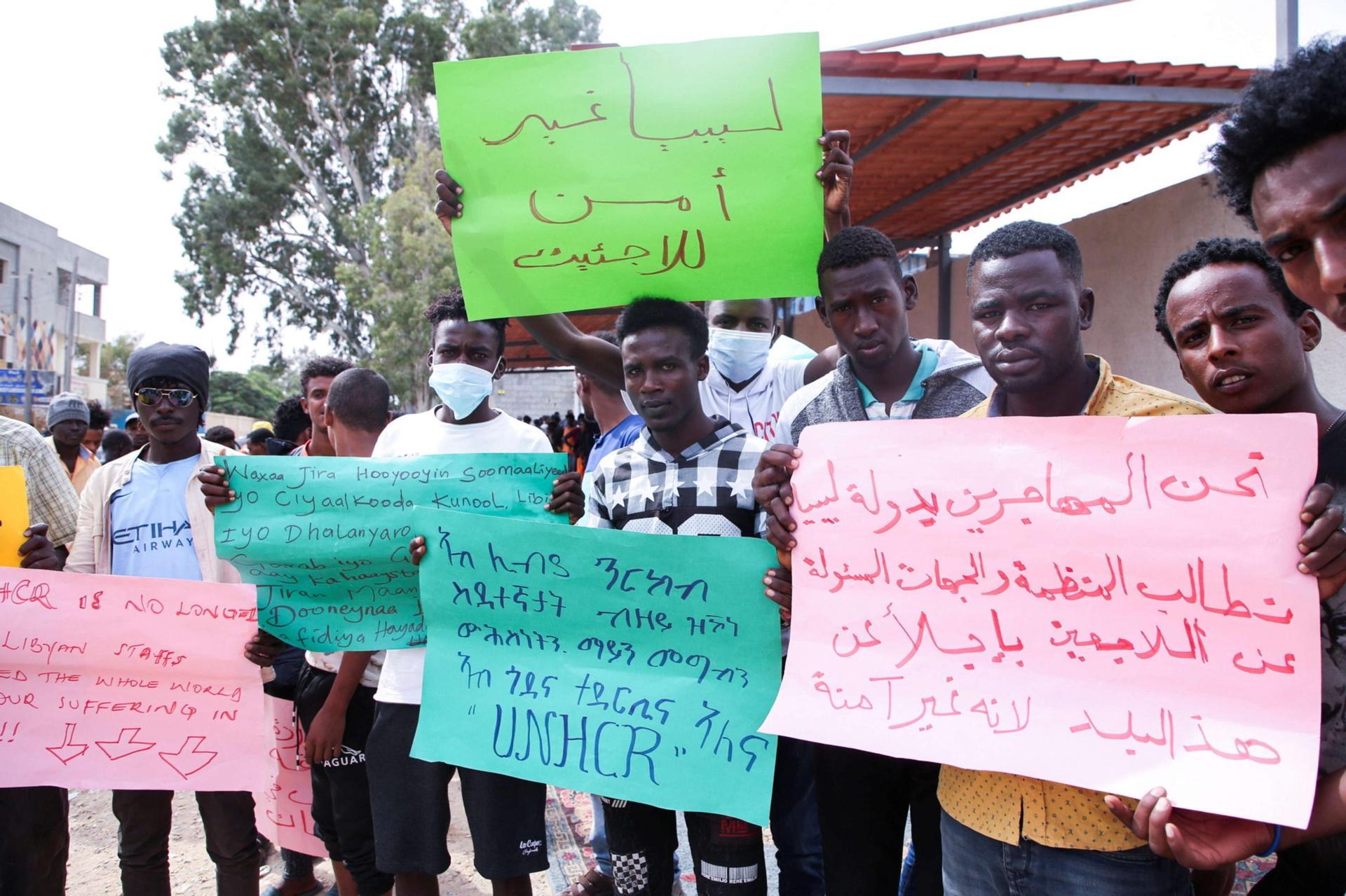 وزارة الداخلية الليبية تكشف ملابسات هروب مئات المهاجرين في طرابلس